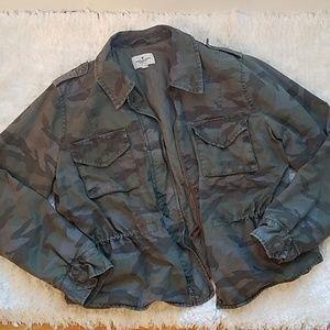 AE camo zip up jacket size XL
